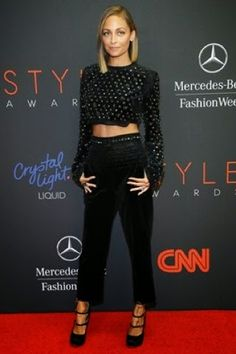 Gallery of photos showing Nicole Richie styles. Nicole Richie dress sense, clothes, accessories and hairstyles. Elsa Pataky, Diane Kruger, Nicole Richie, Scarlett Johansson, Casual Chic, Look Boho Chic, Style Me, Cool Style, Antonio Berardi