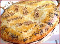 Pain algerien a la semoule Bread Recipes, Baking Recipes, Middle East Food, Levain Bakery, Algerian Recipes, Cooking Bread, Ramadan Recipes, Arabic Food, Naan