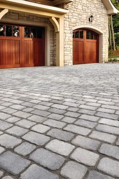 Refine your front house landscaping with Villagio pavers, whose style is inspired by the magnificent hundred-year-old streets of Montreal! Lending itself to a variety of backyard layouts, Villagio can easily be the focal point of your stunning outdoor living space. Ideal for patios, driveways, parking spaces and decorative strips! Front House Landscaping, Driveway Landscaping, Landscape Pavers, House Landscape, Grey Pavers, Cobblestone Driveway, Stone Pavement, Backyard Layout, Backyard Designs