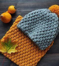 Снуд и шапочка связаны одинаковым узором и составляют отличный комплект для холодной погоды. Шапочка и снуд связаны крючком узором \