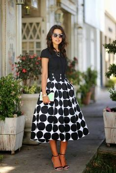 Ladies, scroll down and take a look at Gorgeous Midi Skirts Outfits For A Classy Look. If you want to look stylish and elegant, then the midi skirt should always be your choice. Sexy Rock, Viva Luxury, Look Fashion, Womens Fashion, Funny Fashion, Fashion Moda, White Fashion, Fashion Ideas, Full Skirts