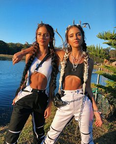 See other great ideas about Talk wildly clothes, Raver bones and Festival outfits. Festival Looks, Festival Mode, Rave Festival, Festival Wear, Kevin Parker, Ropa Hip Hop, Jenny Lewis, Music Festival Outfits, Music Festival Fashion