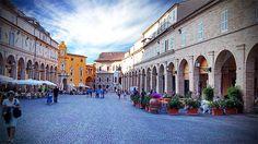 """Fermo, Italia - """"Historia ulottuu ajalle ennen Rooman valtakuntaa. Keskeinen sijainti tekee kaupungista hyvän tukikohdan Marchen valloittamiseen."""""""
