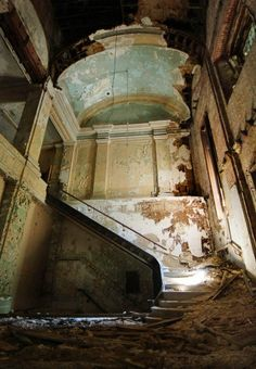 The lost academy, Maryland. Old Buildings, Abandoned Buildings, Abandoned Places, Haunted Places, Urban Decay, Urban Exploration, Boat Building, Stairways, Architecture