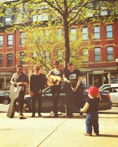 Kodaline and their youngest fan Kinds Of Music, Music Love, Music Is Life, Good Music, My Music, Music Genius, Music Express, Stevie Wonder, Imagine Dragons