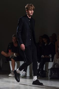 """""""Understated Utility"""" is the explanation of the SS16 men's collection ofFilippa K. The stress of functionality with multiple hidden pockets, internal straps and stow away hoods is bordered with elements and details of fine tailoring. A mix of... »"""
