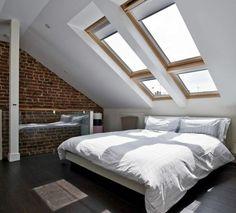 chambre sous les combles avec mur en briques