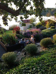Vacker trädgård på sjötomt hos Zetas Victoria Skoglund