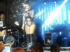 Anitta faz show com apenas 3 músicas e público joga garrafas e copos no RJ, veja - Antenados
