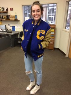 Pin by abbi tate on senior pictures in 2019 Letterman Jacket Outfit, Varsity Letterman Jackets, Senior Jackets, Prom Jackets, Chelsea, Senior Pictures Sports, Senior Picture Outfits, Sweet Style, Mode Style