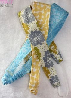 Simple Fabric Headbands – Easy Peasy project with many helpful photos in this … - Sewing Projects Fabric Headband Tutorial, Fabric Headbands, Headband Pattern, Diy Headband, Fabric Bows, Sewing Hacks, Sewing Tutorials, Sewing Patterns, Sewing Basics