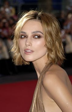 Keira Knightley short hair is literally on the wish list of many girls and why not? Check some best of Keira Knightley's blonde hairstyles. Keira Knightley Pirates, Keira Knightley Makeup, Keira Christina Knightley, Kira Knightly, Short Hair Styles, Natural Hair Styles, Dye My Hair, Hollywood Actor, Cute Hairstyles