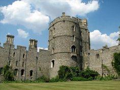 Windsor castle, oldest castle in the world... some real estate!