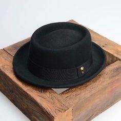 Nova Criação   Chapéu Porkpie Preto Edição Limitada em Ouro Velho R 148  Tamanho  12bda33ac78