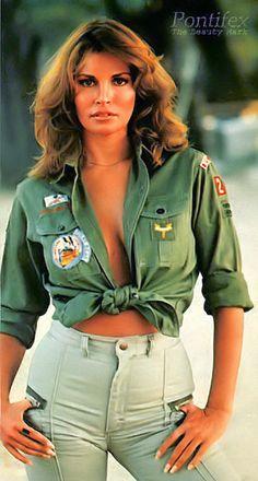 Raquel Welch: World's Most Timeless Beauty Rachel Welch, Beautiful Celebrities, Beautiful Actresses, Gorgeous Women, Female Celebrities, Tilda Swinton, Divas, Rita Hayworth, Brigitte Bardot