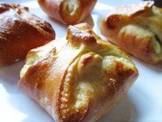 The bundles are made from a light yeast dough, filled with soft, vanilla flavoured cottage cheese cream.