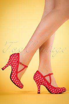 Our vintage heart beats faster when seeing these 50s Jessica Ankle Strap Pumps!Shoe addict? You'll be in an instant with these beauties! Made from a red fabric with white polkadots, playful piping and a scalloped trim along the edges. Finished off with double t-straps and an elegant heel for that extra vintage touch. Besides the fact that they look great, the padded sole also ensures a comfy fit for hours ;) We simply adore these shoes, don't you?!   Round shoe nos...