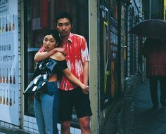 映画『愛のむきだし』や『百円の恋』などで体当たりの演技で名を馳せる女優・安藤サクラと映画『美しい夏キリシマ』で鮮烈なデビューを果たし個性派俳優として知られる柄本佑の夫婦を鈴木親が撮り下ろした。