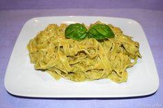 Pesto di pistacchi, scopri la ricetta: http://www.misya.info/2013/05/17/pesto-di-pistacchi.htm