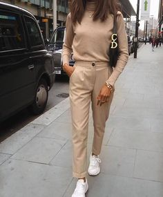 zara outfit 30 - Source by style Zara Outfit, Beige Outfit, Neutral Outfit, Beige Pants Outfit, Dress Pants, Winter Cardigan Outfit, Monochrome Outfit, Nude Outfits, Classy Outfits