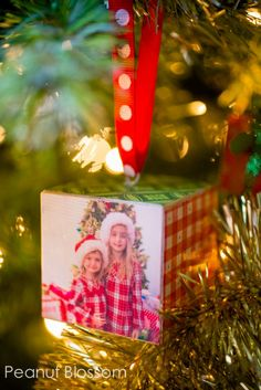 Make these adorable DIY photo ornaments for the perfect handmade Christmas gift for grandparents. Or, fill your own tree with your favorite photos from this year. Diy Christmas Gifts For Kids, Christmas Projects, Handmade Christmas, Holiday Crafts, Christmas Crafts, Christmas Wood, Diy Xmas Gifts For Grandparents, Christmas Signs, Christmas Ideas