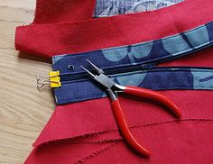 Easy Tutorial - How to insert a concealed top edge bag zipper