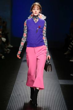 See all the Collection photos from MSGM Autumn/Winter 2015 Ready-To-Wear now on British Vogue Runway Fashion, High Fashion, Fashion Show, Womens Fashion, Fashion Design, Milan Fashion, Vogue, Costume Collection, Fall 2015