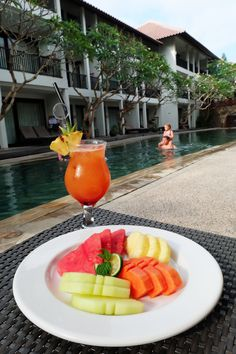 A refreshing cocktail, tropical fruits, and an inviting pool. We couldn't ask for more!    #camakila #camakilabali #legian #bali