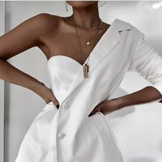 Womens Fashion - Missguided - White One Sleeve Crepe Blazer White Outfits, Classy Outfits, Style Haute Couture, Paris Mode, Fashion Details, Fashion Design, Inspiration Mode, Mode Style, White Fashion