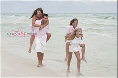 Destin-Beach-Portrait-photography. Fun photo any family of four can do!