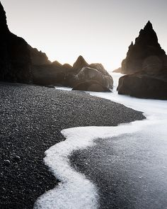 Iceland is a country that motivate many legend and smyths .Have a pleasant 7 day trip that shows the best that Iceland has to offer. Discover the mysteries of Iceland with us. The Places Youll Go, Places To See, Beautiful World, Beautiful Places, Landscape Photography, Nature Photography, Color Photography, Modern Hepburn, Excursion