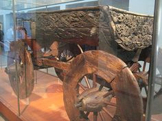 Viking cart I have stood beside this and filmed this beautiful carved cart. This picture doesn't not pick up the beauty and detail of the ancient Viking cart at the Viking Museum in Oslo. Viking Life, Medieval Life, Viking Art, Viking Ship, Viking Museum, Norwegian Vikings, Viking Culture, Old Norse, Norse Vikings