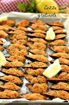 Cozze gratinate alla siciliana Fish Recipes, Seafood Recipes, Cooking Recipes, Bon Appetit, Baked Mussels, Sicilian Recipes, Sicilian Food, Tapas, Good Food