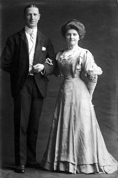 A portrait (wedding portrait?) of Henry Thomas Lovejoy and Kate Smith, 1905 England