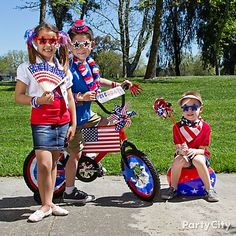 These cutie pies have got their stars & stripes on for the parade!