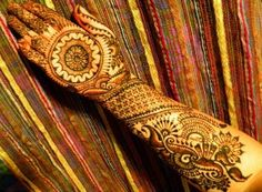 I love the palms in this bridal mehndi design.
