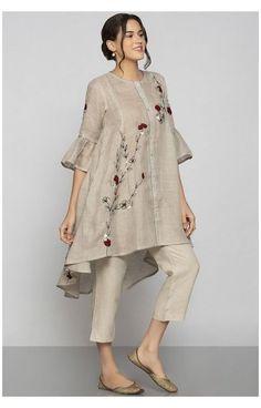 Simple Pakistani Dresses, Pakistani Fashion Casual, Indian Fashion Dresses, Pakistani Dress Design, Indian Designer Outfits, Fashion Outfits, Women's Fashion, Fashion Hacks, Bollywood Fashion