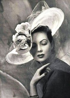 Jonathan Howard recently said big hats are going to make a come back soon, providing the proportions are right. I agree and think this vintage piece is gorgeous!