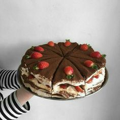 food, cake, and yummy image Think Food, I Love Food, Good Food, Yummy Food, Cute Desserts, Dessert Recipes, Cafe Food, Pretty Cakes, Aesthetic Food