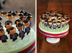 Amei esses cake pops com roupinha de time de futebol.