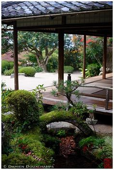 Miniature stone pagoda lantern in Shisendo temple, Kyoto, Japan Japanese Tea House, Japanese Mansion, Japanese Gardens, Backyard Pergola, Deck With Pergola, Japan Architecture, Japanese Design, Tropical Garden, Land Scape
