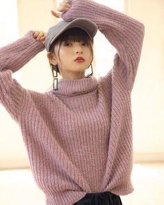 画像に含まれている可能性があるもの:1人、クローズアップ Fashion Models, Girl Fashion, Saito Asuka, Cute Cafe, Japan Girl, Cute Asian Girls, Girl Poses, Photo Poses, Hypebeast