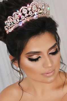 Rose Gold Quinceanera Make-up und Krone - alles ist da - Rose Gold Quinceanera Make-up und Krone – - Quinceanera Tiaras, Pretty Quinceanera Dresses, Quinceanera Decorations, Quinceanera Hairstyles, Quinceanera Planning, Quince Decorations, Quinceanera Party, Makeup For Quinceanera, Crown Makeup