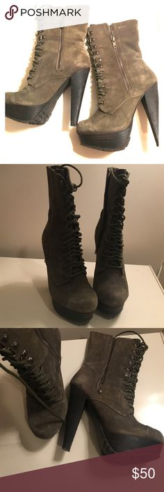Lace up booties Preloved Steve Madden Hunter green platform lace up boots. Boots are super cute on! Along with laces they have zippers on the sides. Steve Madden Shoes Lace Up Boots