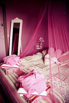 Pink room, wish Jer would let me!!