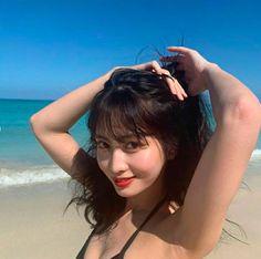 TWICE Momo Cute Selca Aesthetic Soft Icon Kpop Girl Group Style Fashion Girlfriend Material Beach ( Kpop Girl Groups, Korean Girl Groups, Kpop Girls, K Pop, Nayeon, Black Pink, Pics Art, Hirai Momo, Foto Pose