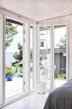 Gravity Interior : 15 square meters Swedish cottage via Skona Hem Scandinavian Holidays, Scandinavian Home, Tiny House, Swedish Cottage, Italian Home, Coastal Living, New Homes, House Design, Vacation