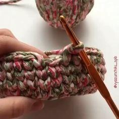 Diy Crochet Basket, Crochet Basket Pattern, Crochet Patterns, Free Crochet Bag, Crochet Crafts, Crochet Yarn, Crochet Stitches, Crochet Instructions, Crochet Handbags