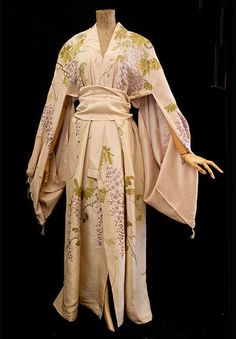 Kimono-style tea gown, c.1905    Elegant tea gowns were worn by society ladies in their homes before dinner. They could relax with loosened corsets hidden under the flowing designs. When Orientalism swept the fashion world, loose Eastern garments were adapted to be worn as tea gowns.