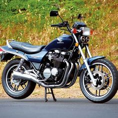 The Future Motorcycle: 1985 Honda Nighthawk 650 - Classic Japanese Motorcycles - Motorcycle Classics Concept Motorcycles, Honda Motorcycles, Motorcycle Clubs, Motorcycle Design, Cb 600, Honda Nighthawk, Motogp Valentino Rossi, Vintage Mustang, Japanese Motorcycle